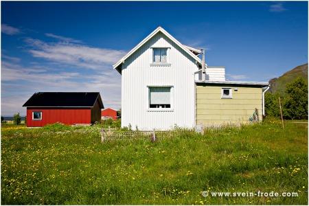 Gården Fagervoll på Bø i Andøy (juni 2008). Klikk på bildet for større versjon.