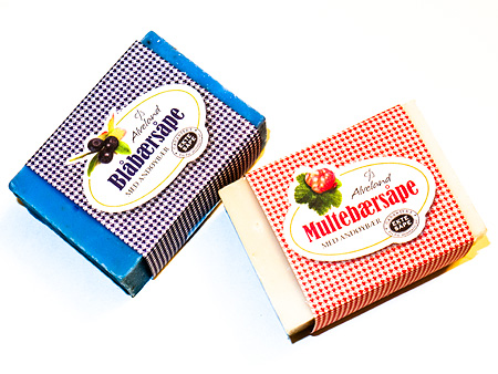 Blåbærsåpe og Multebærsåpe fra Alveland.